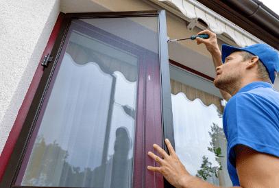Bietet bewegliche Insektenschutzgitter zum Neupreis