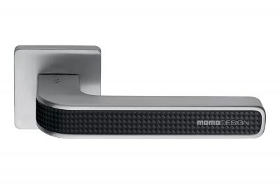 Tecno Satin Chrome + Carbon Türgriff auf Carbon Rosette von Momo Design Colombo Design