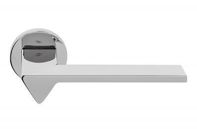 Ama Türgriff aus poliertem Chrom auf Rosette vom Designer Architekt Andrea Maffei für Colombo Design