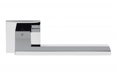 Electra Polierter Chrom-Türgriff auf Rosette mit flacher Form von Colombo Design